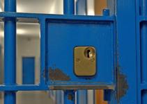 prison-gate-FI