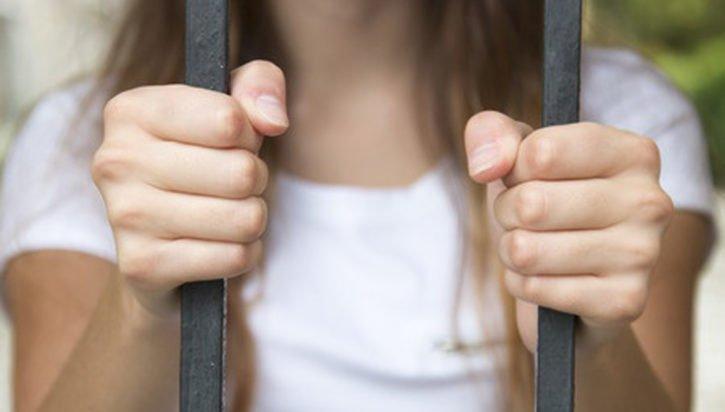 women-prisonerFI
