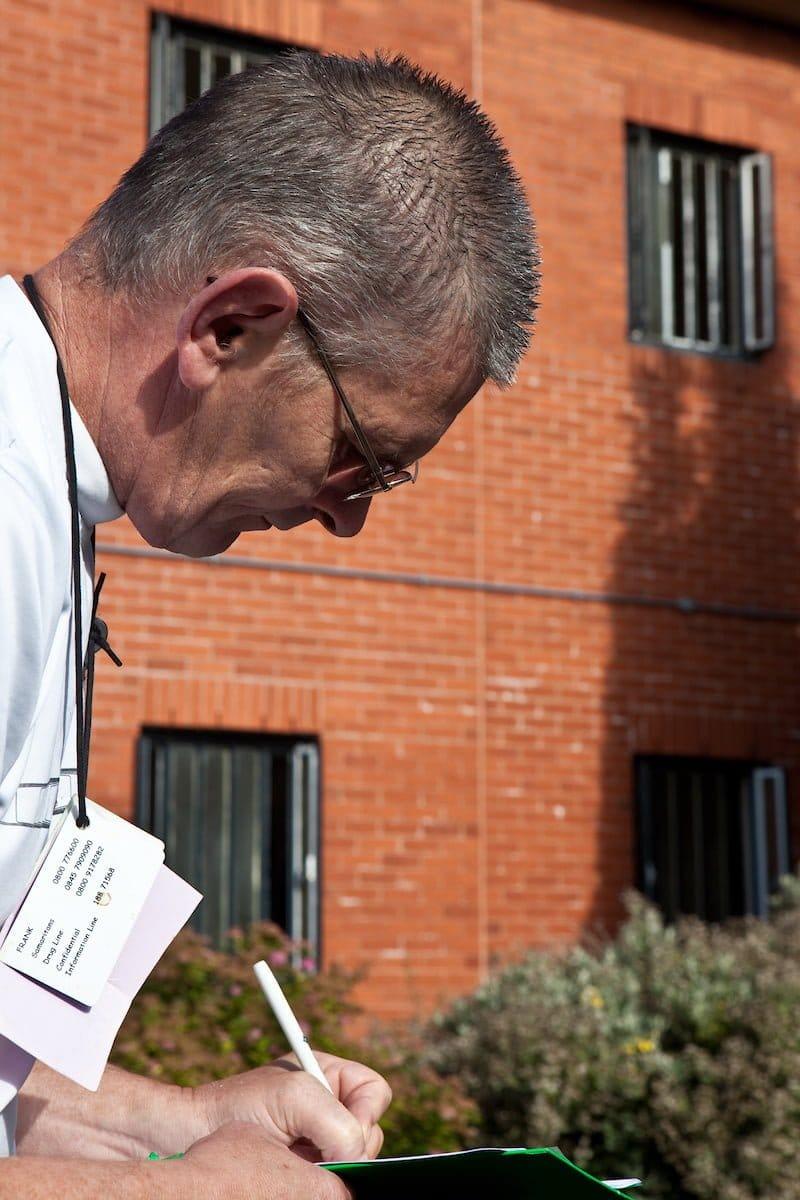 prisoner studying