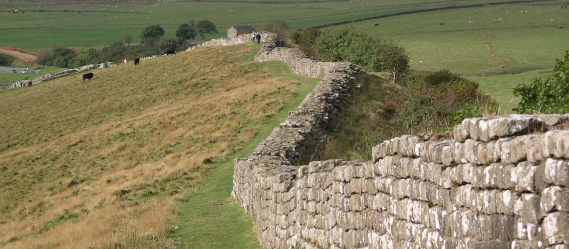 Hadrian's_wall_at_Greenhead_Lough
