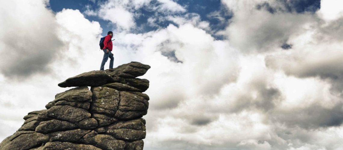 hiker-on-top-of-rock-FI